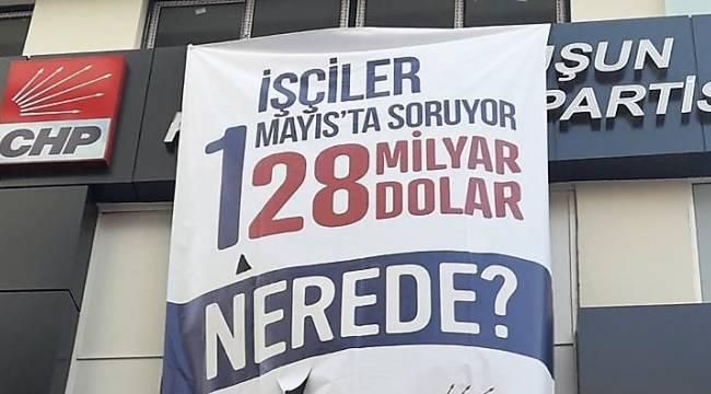 CHP İZMİR'İN YENİ PANKARTI DA İNDİRİLDİ